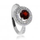 Stříbrný prsten s granátem - almandinem a se zirkony (kubická zirkonie