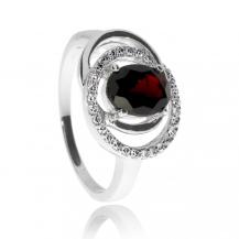 Stříbrný rhodiovaný prsten se zirkony (cubic zirconia) a granátem (almandin)