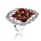 Stříbrný prsten se zirkony (cubic zirconia) a přírodním granátem (almandin