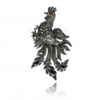 Stříbrná brož zdobená markazity s motivem kohouta