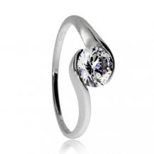 Stříbrný prsten se zirkonem (cubic zirconia), kámen ovinutý kovem