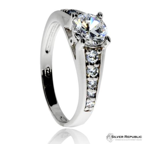 Stříbrný prsten se zirkony (cubic zirconia), kulatý centrální a deset menších kamenů