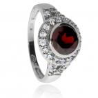 Stříbrný prsten rhodiovaný se zirkony (kubická zirkonie) a granátem (almandin)