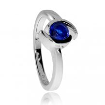 Stříbrný prsten se syntetickým kamenem modré barvy ve dvou půlkruzích