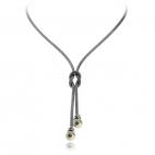 Stříbrný náhrdelník s perlami (perla syntetická) na středu se zdobným uzlíkem