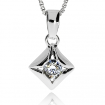 Stříbrný přívěsek se zirkonem (cubic zirconia) zasazeným v kovu