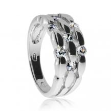 Stříbrný prsten se zirkony v širším kroužku