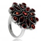 Stříbrný prsten zdobený granáty - Velká květina