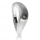 Stříbrný prsten s diamantem v povrchu rhodiovaného lesklého a matného stříbra