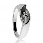 Stříbrný prsten s diamantem v kombinaci lesklého a matného rhodiovaného stříbra