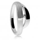 Stříbrný prsten s diamantem v povrchu lesklého a matného rhodiovaného stříbra