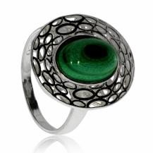 Stříbrný prsten zdobený malachitem - Střed tvořený kamenem ve tvaru oválu
