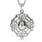 Stříbrný přívěsek s ornamenty
