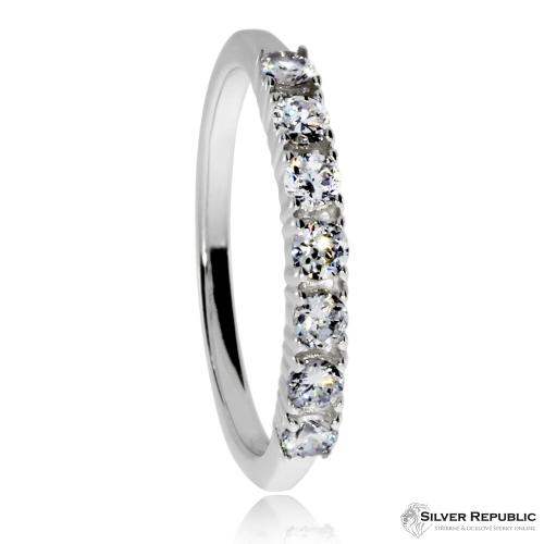 Stříbrný rhodiovaný prsten s kamínky v řádce (kubická zirkonie