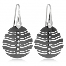 Stříbrné náušnice v černé barvě s křišťálem Swarovski ve středové linii