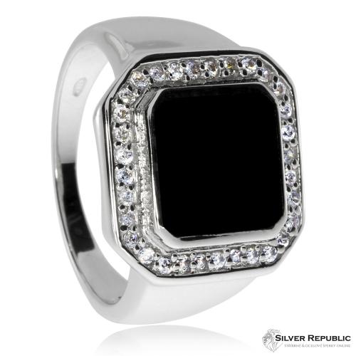 Stříbrný prsten pro muže s onyxem obdélného tvaru a zirkony (kubická zirkonie