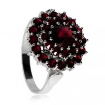 Stříbrný prsten s českými granáty a almandinem, kulatý tvar, Granát Turnov