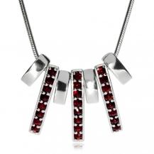 Stříbrný náhrdelník s českým granátem v linkách, Granát Turnov