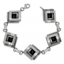 Stříbrný dámský náramek - Čtvercové články s onyxem
