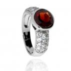 Stříbrný prsten se zirkony (kubická zirkonie) a granátem (almandinem